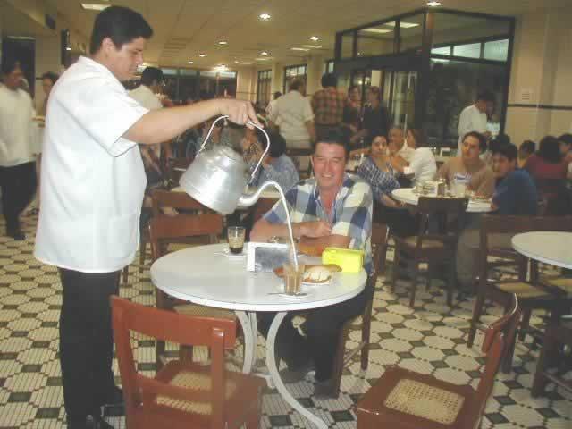 Tradicional Cafe De La Parroquia En El Malecon De Veracruz